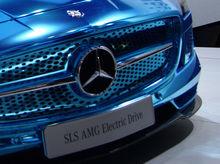 Машины с ионизацией воздуха и салоном из шимамоку: что госкомпании покупают по тендеру