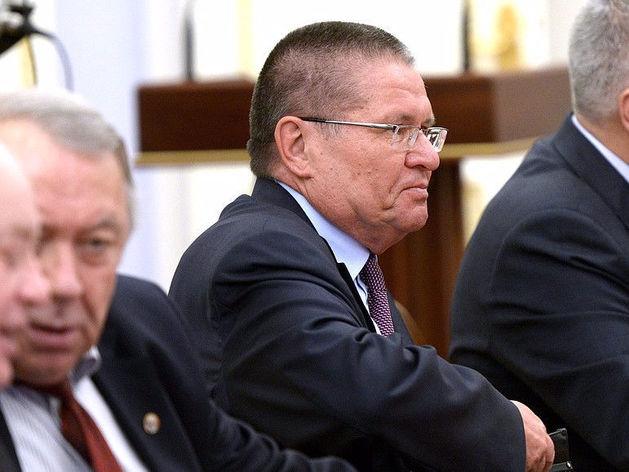 Как Сечин дал «взятку» Улюкаеву: в суде показали видео одного из ключевых моментов дела