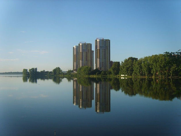 Эксклюзивное место у воды. В Екатеринбурге ради огромного ЖК через пруд перекинут мост