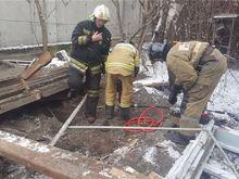 В Октябрьском районе Красноярска обрушилась подпорная стена. Есть погибший
