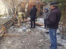 Стена, обрушившаяся в Октябрьском районе Красноярска, оказалась деревянным забором