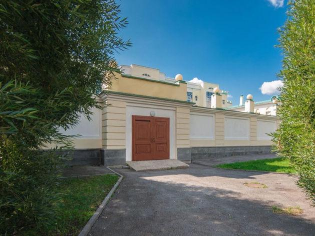 Переделайте под ресторан. В Екатеринбурге продают общественный туалет за 12 млн руб.
