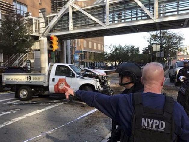 Теракт в Нью-Йорке: водитель грузовика убил восемь человек на велодорожке. Главное