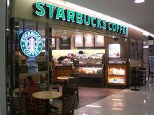 «Они портят атмосферу». Из Starbucks попросили уйти матерей с детьми, и кафе возненавидели