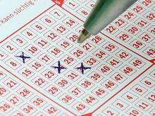 Пенсионерка выиграла в лотерею 506 млн и пожаловалась на угрозы. Как не спустить джекпот?
