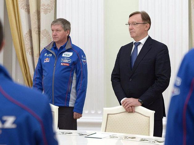 Сергей Кокогин (в черном костюме)