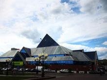 «Аренда падает, но никто в этом не признается». В Челябинске распродают ТК «Синегорье»