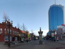 «Очищаем от безвкусицы». На одной улице Челябинска убирают рекламные щиты и растяжки