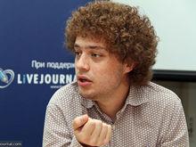«Ты совершенно бесправен». ФСБ на два часа задержала Илью Варламова без объяснения причин