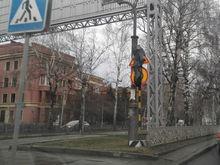 На улицах Новосибирска появились дорожные знаки в полиэтиленовых пакетах