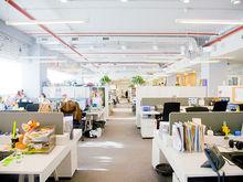 Много пространства и минимум работы? Чем офисы open space грозят компании и коллективу