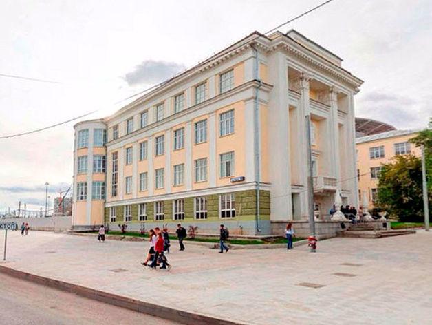 В главном медицинском вузе Урала скандал. Ректор в два раза сократил число кафедр