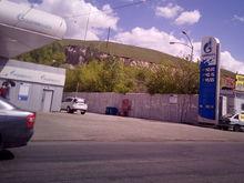 В Красноярске на одной из сетей АЗС подешевел бензин