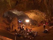 Спасение из тьмы: как пытаются эвакуировать детей из затопленной пещеры в Таиланде