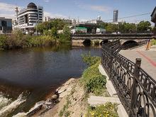 В Екатеринбурге набережная Исети останется без моста