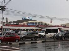 «Центральный рынок» добился запрета на платную парковку, которую хочет строить мэрия