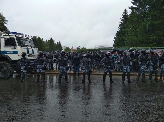 Допрос прямо в школе. Полиция начала искать подростков, участвующих в акции Навального