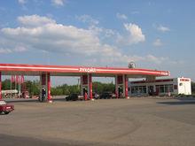 На автозаправки вернут алкоголь. Продавать только топливо нефтяникам стало невыгодно