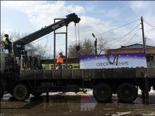 В Красноярске ищут компании для сноса баннеров с фасадов и рекламных щитов с улиц города
