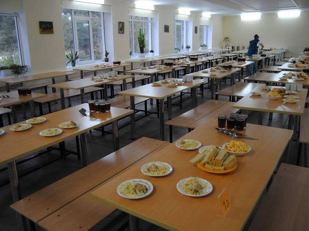 Детей в школах Екатеринбурга травят и недокармливают. Как это прекратить?