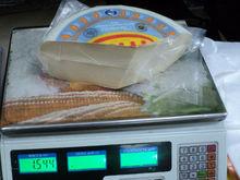 Новосибирские таможенники изъяли из местной торговой точки санкционный сыр и сожгли его