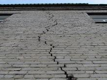 Прокуратура требует ускорить расселение аварийного дома в Нижнем Новгороде