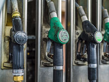 50 рублей за литр? Как правительство и нефтяники спорят о повышении цен на бензин