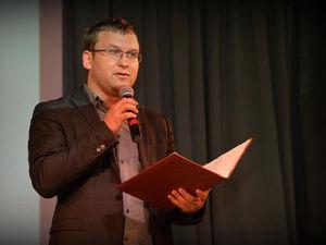 Метро, референдумы и помощь бизнесу. Соперник Дубровского выпустил предвыборную программу