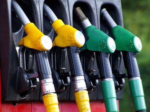 Нефтяники скрыто повышают цены на топливо для корпоративных клиентов. Это затронет всех