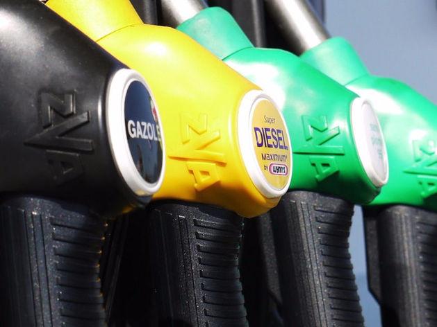 Решение правительства заморозить цены на бензин привело к дефициту топлива