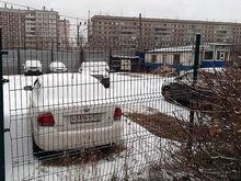 В Красноярске разработали новые требования к заборам на автостоянках и стройплощадках