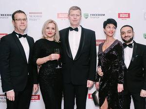 «Почти Black tie». Каким трендам следовали гости премии «Человек года — 2018» / ФОТО