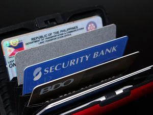 «Это на черный день». Россияне массово заказывают кредитки, но не пользуются ими