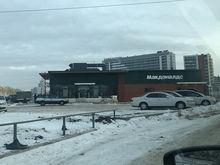 Не вынесла натиска: посетители первого в Красноярске Макдональдса сломали дверь