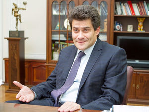 «25 лет госсстажа». Мэр Екатеринбурга нашел новый способ повысить себе зарплату