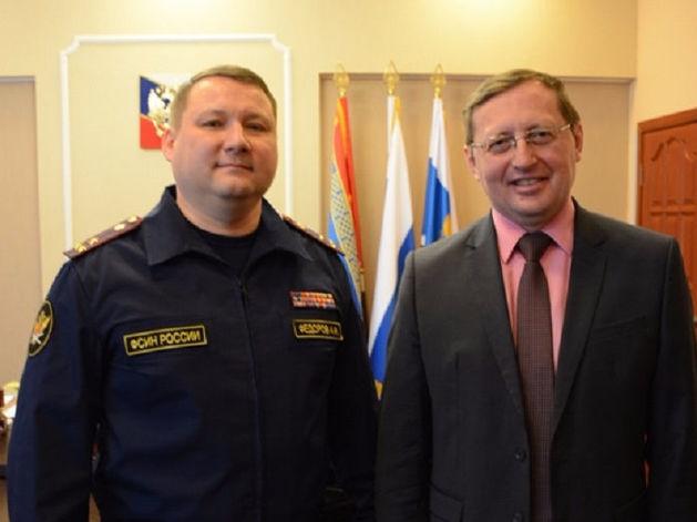 Начальник ФСИН предложил делать мебель для школ в колониях Урала. Что думают заключенные?