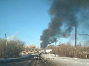 В Магнитогорске загорелось здание крупнейшего завода