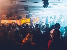 Без танцев на столах: в Красноярске на месте культовых «Иксов» открывается новый бар