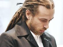 «Сам искал, менялся, падал и вставал». Умер Децл: кем он был для российской молодежи