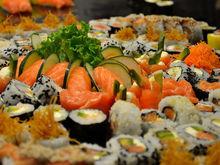 Закрылись 500 кафе. Рынок общепита в Екатеринбурге захватили суши-бары и столовые