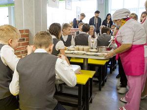 Йогурт и бутерброд под запретом. Что происходит со школьным питанием в Екатеринбурге?
