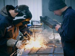 В Челябинске ищут сварщика на зарплату 100 тыс. руб.