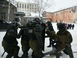 Разгон митинга, день в армии и работа ОМОН. В Екатеринбурге проходят мероприятия для детей