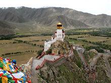 Вкладываешь в них силы, а они уезжают в Тибет. Как сотрудники устраивают боссам «гостинг»