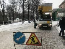 На челябинских улицах ограничат движение транспорта из-за демонтажа рекламы