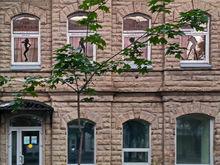 В Челябинске владелец спа-салона на Кировке вынужден очистить фасад от рекламы