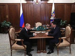 Звездопад: Путин отправил в отставку третьего губернатора. Среди их сменщиков — кикбоксер