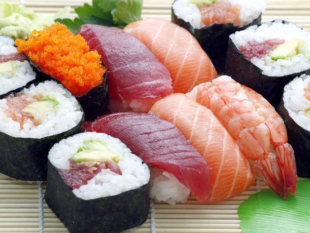 «В ресторанах дорого, дома некогда». Россияне все чаще пользуются сервисами доставки еды