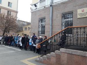 В Челябинске дольщики окружили здание правительства