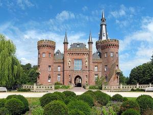 Жизнь на широкую ногу. Восемь старинных замков Европы по цене от €1,9 млн